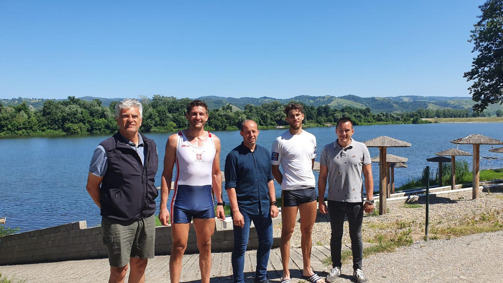 gensek sss na srebrnom jezeru s veslačima