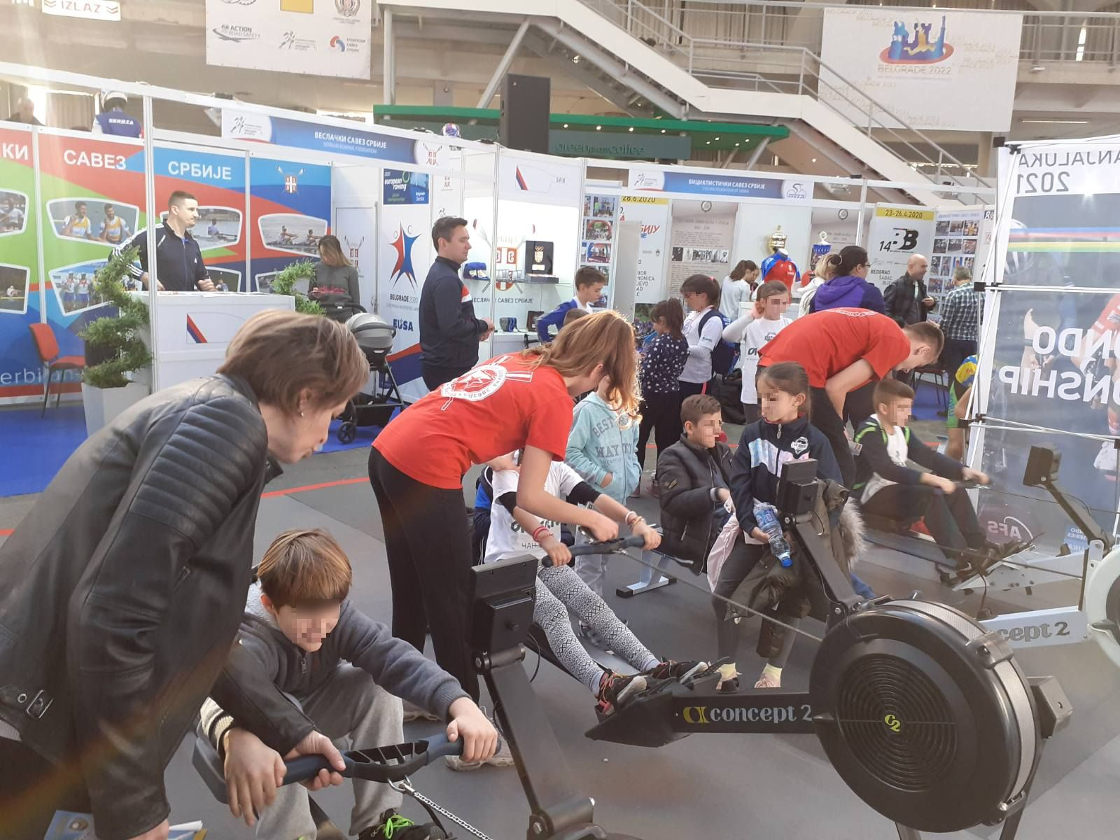 Najmlađi posetioci Sajma sporta pokazali veliku želju da nauče da veslaju
